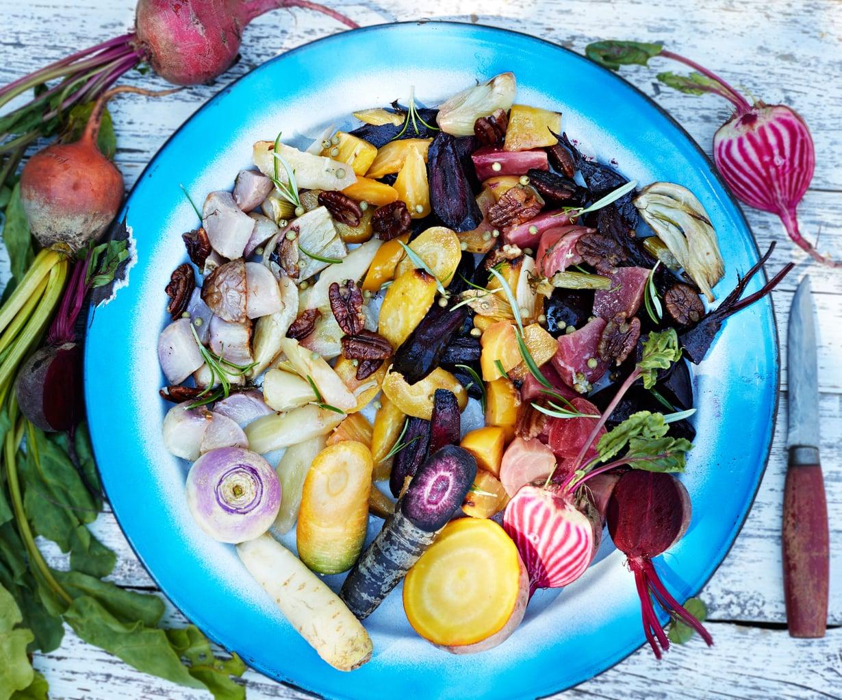 Koko kasviskauneus kokoontuu yhdessä salaattivadille.