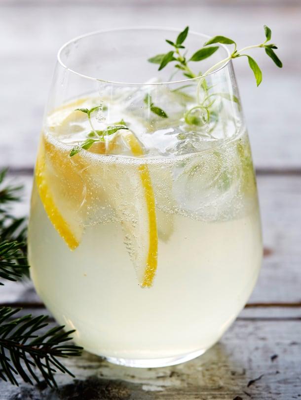 Kylmä drinkki ei syö joulun kuormasta. Tässä lasillisessa maistuu vuoden 2018 Blossa-glögi.