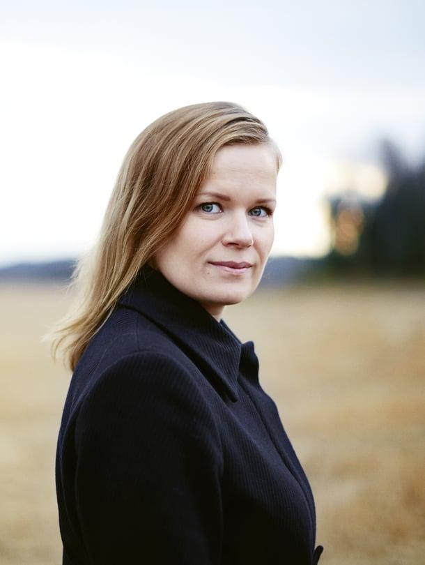 Selma Vilhusen ohjaama elokuva Tyttö nimeltä Varpu kertoo isää etsivästä tytöstä. Selman lyhytelokuva Pitääkö mun kaikki hoitaa? valittiin 2014 Oscar-ehdokkaaksi ensimmäisenä suomalaisena lyhytelokuvana.