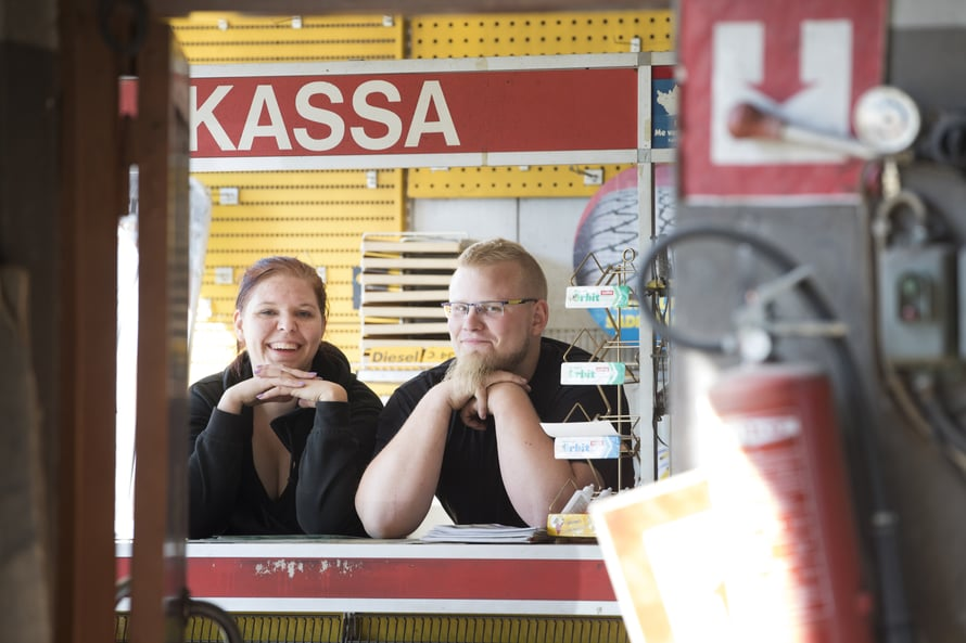 Matilda Strömman ja Ati Aro elävät kuin Tankki täyteen -tv-sarjan kulisseissa.