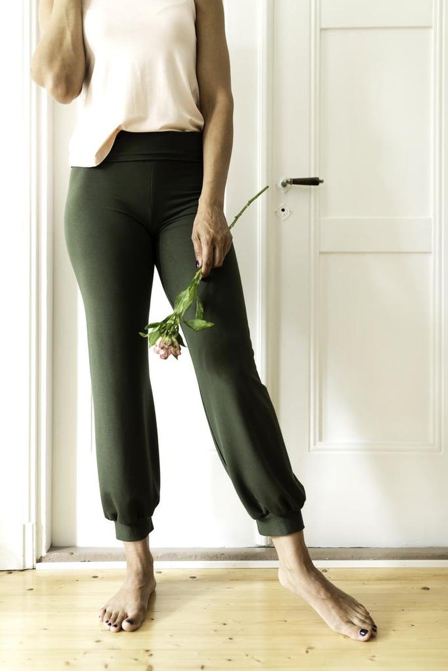 6 Vihreät joogahousut