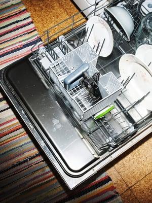 Tiskikone jauhaa monissa perheissä liki päivittäin, mutta itse koneen puhdistus tuppaa unohtumaan.