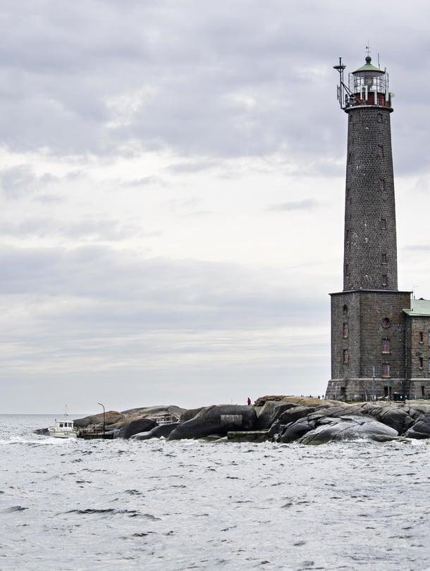 Vedet majakan ympärillä ovat kivikkoisia. Kova tuuli estää veneiden pääsyn Bengtskäriin kaksi tai kolme kertaa kuukaudessa.