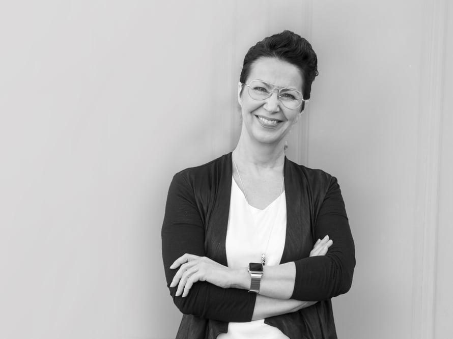 Aikuiset haluavat lapsista nopeasti isoja, osaavia ja menestyviä, Liisa Lohilahti sanoo.