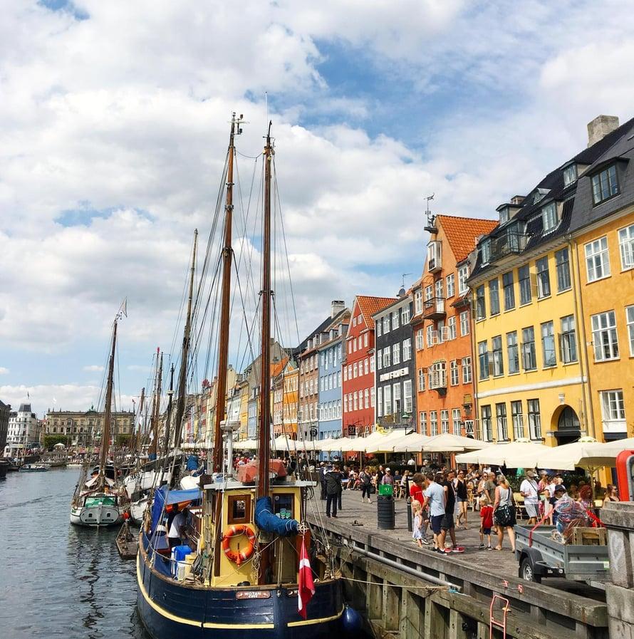 Nyhavnin sataman talot käyvät väriterapiasta!