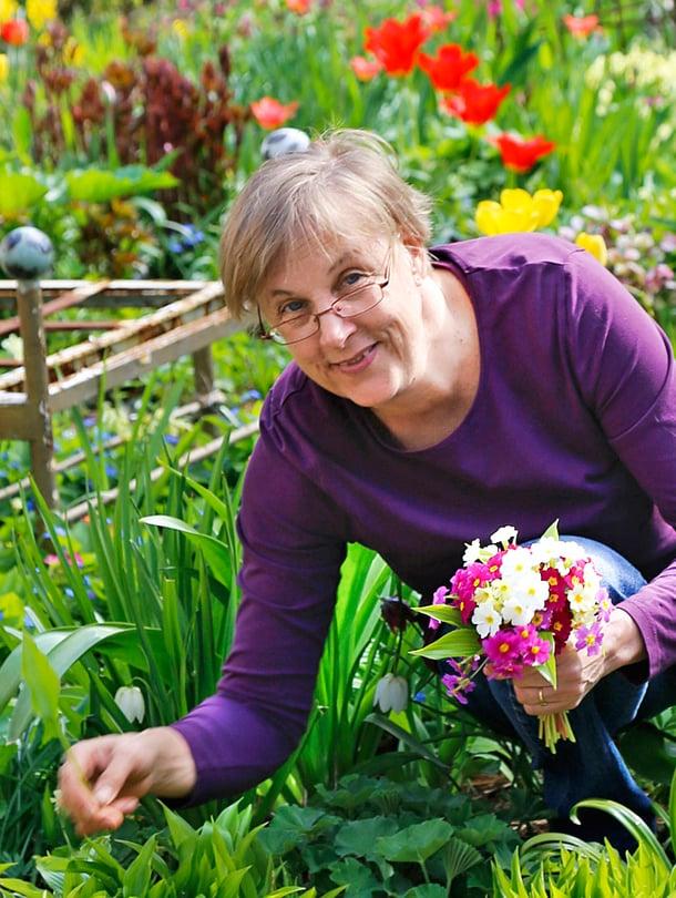 Helsinkiläisessä puutarhassa kukkii harvinaisia kasveja.