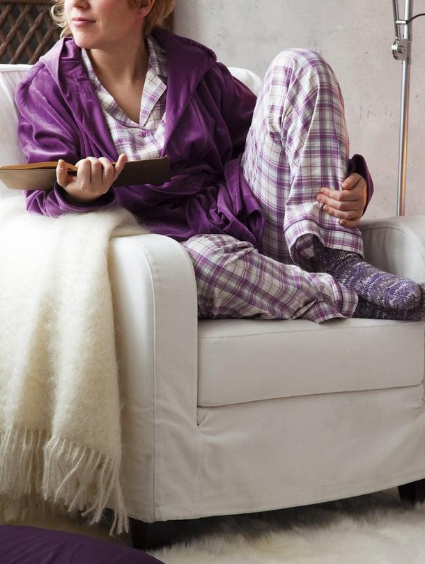 Villasukat ja mukava kotiasu ovat pyjamapäivän olennaiset tekijät.
