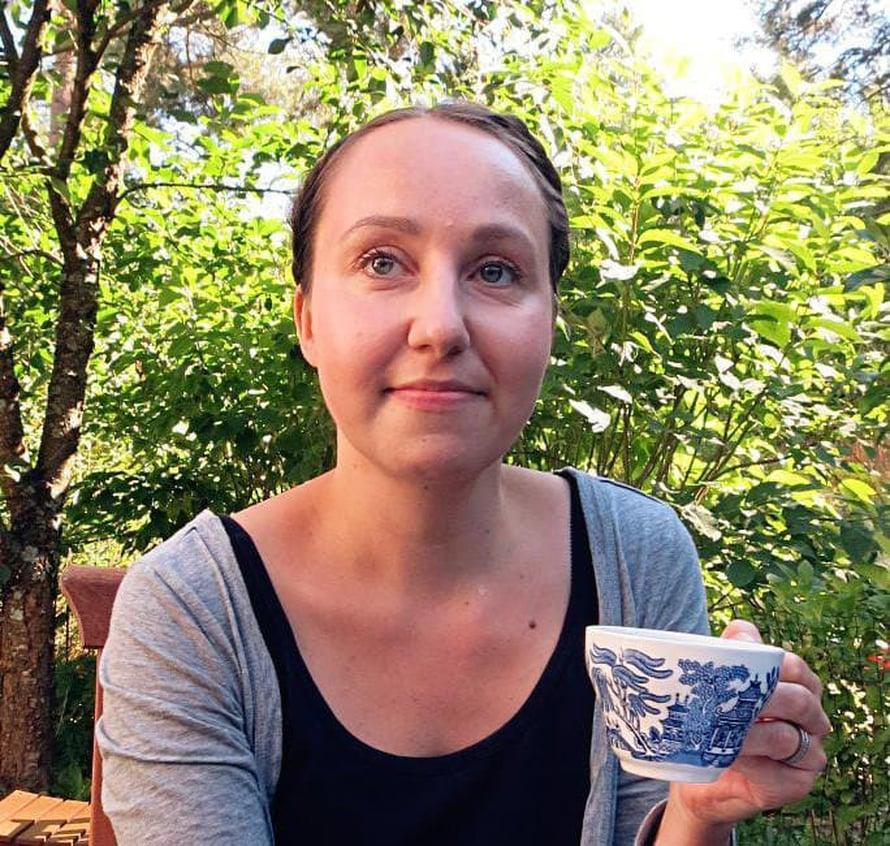 """Leila Saarivirta on viettänyt säästeliästä elämää 12 vuotta. """"Minulle tavaroiden uutena ostaminen aiheuttaa ahdistusta."""""""