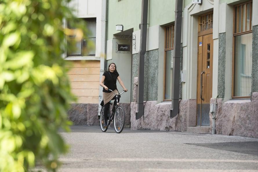 On asia, joka hermostuttaa Aishia enemmän kuin hänen kansalaisuutensa tivaaminen. Se, jos joku väittää, että naiset ja miehet ovat Suomessa jo tasa-arvoisia.