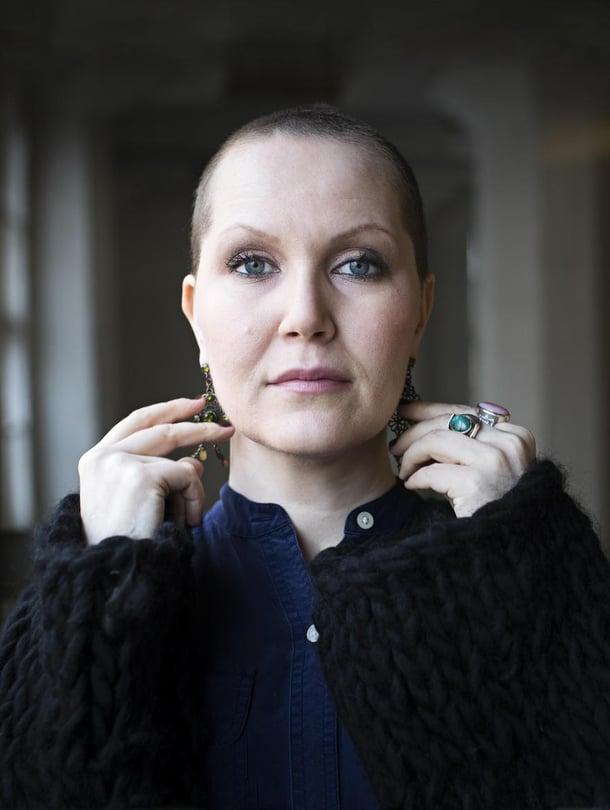 """""""Eniten tahton korostaa läheisille, että hei, minä tässä elän elämääni, keskitytäänpä siihen. Koko elämää ei tarvitse rakentaa sairauden ympärille"""", Astrid Swan sanoo."""