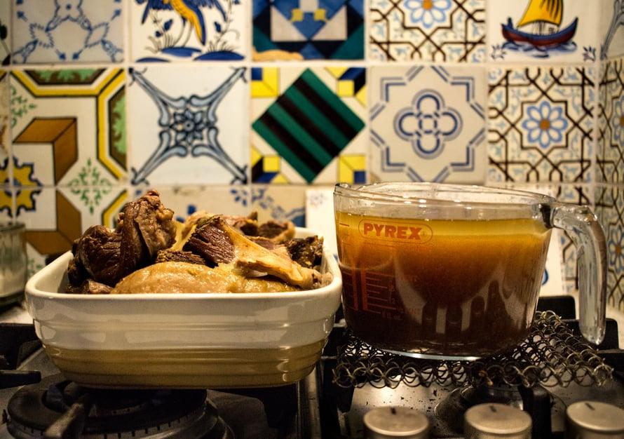 Machomon valmistus vaatii aikaa, mutta aktiivista ruoanlaittoa se ei sisällä kuin vajaat puoli tuntia. Lihan voi keittää ja repiä etukäteen ja bonuksena machomon sivutuotteena syntyy kannullinen lihalientä, josta voi sitten valmistaa joku toinen kerta jotain ihanaa.