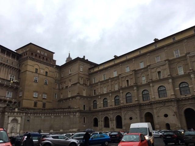 Apostolinen palatsi.