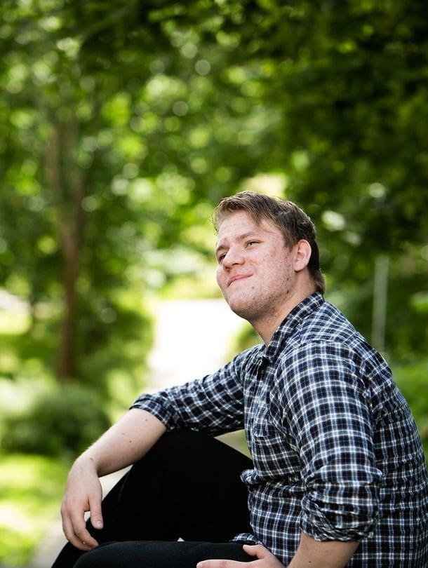 Joona Marjakangas asuu Espoossa ja opiskelee Aalto-yliopistossa tietotekniikkaa. Hän on Suomen ensimmäinen kansainvälinen muistimestari ja osallistunut kaksiin lajin maailmanmestaruuskisoihin. Joona harrastaa shakkia ja pianonsoittoa.