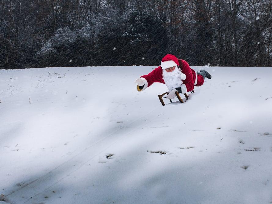 """Monissa kodeissa kuullaan jouluaattona taatusti lause: """"Koska pukki tulee?"""" Yleensä pukki yllättää tulemalla juuri silloin kuin vähiten odottaa."""