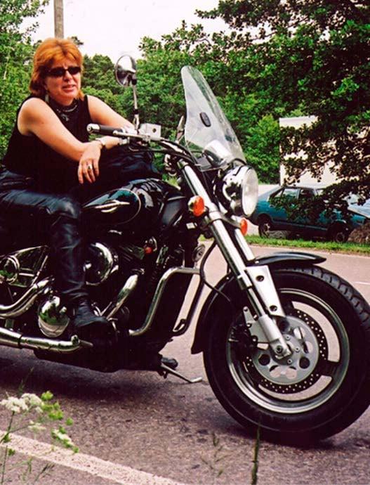 Tarja on aina ajanut moottoripyörällä. Tällä hetkellä hänellä on 600-kuutioinen katupyörä, jolla hän ajelee kesäisin töihin.