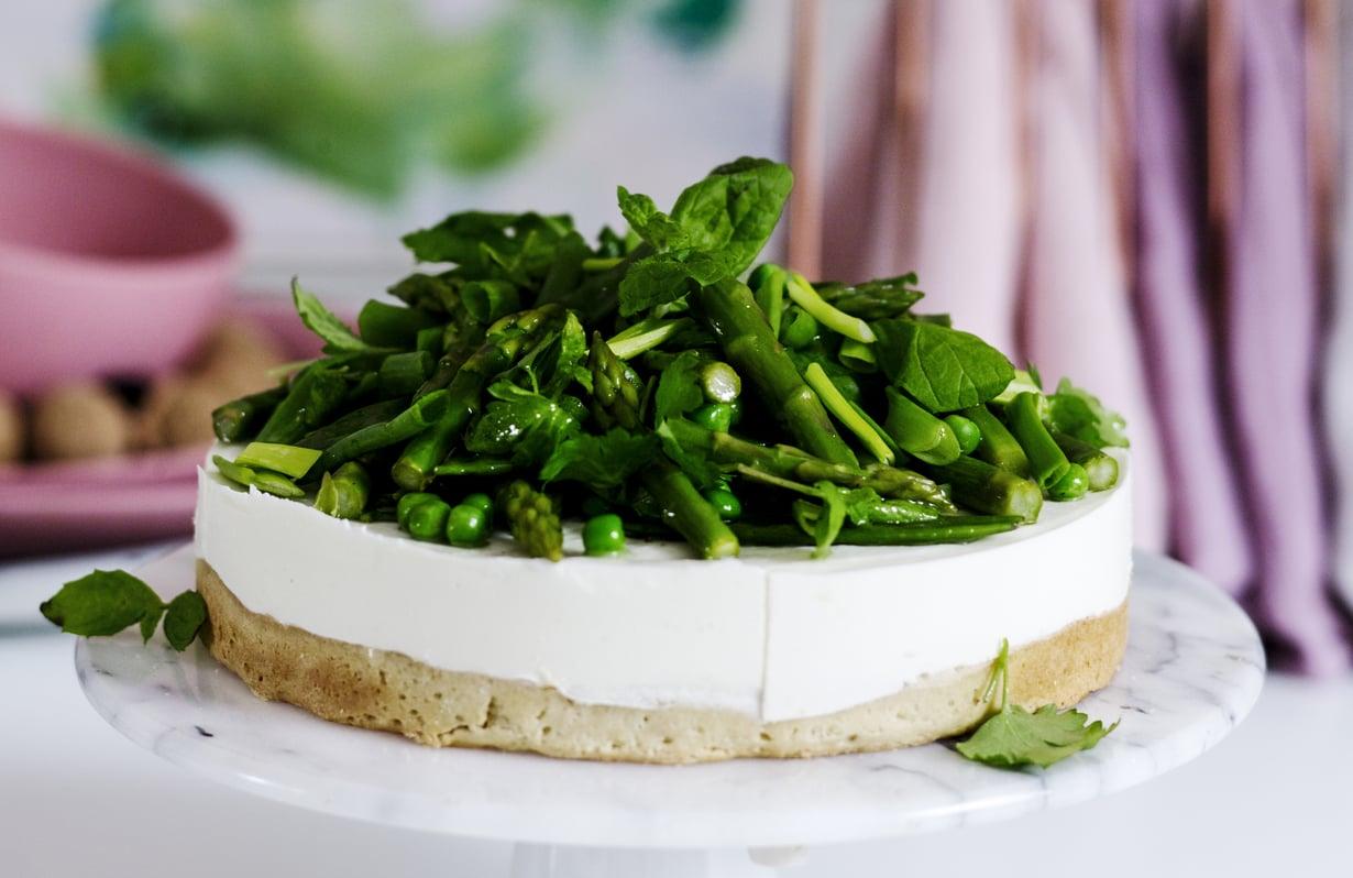 Suolaiseen pätee sama kuin makeaankin: helpon, mutta herkullisen juustokakun leipomalla säästyt muutamalta täytekakun työvaiheelta.