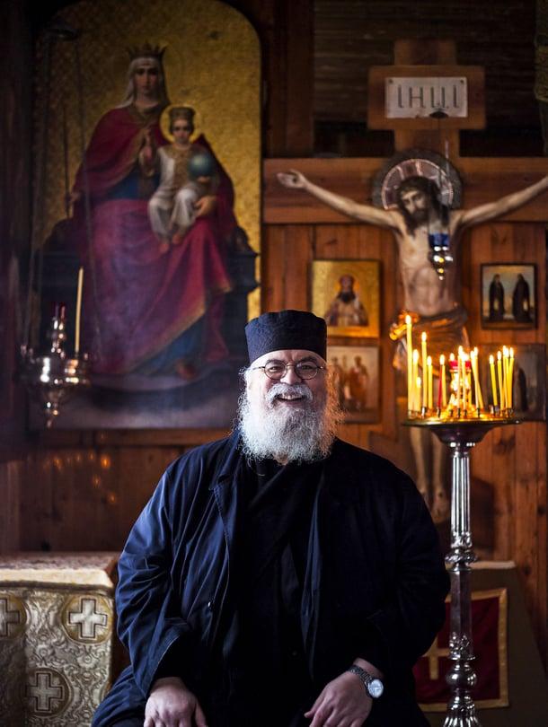 Isä Simeon, 59, on munkki Valamon luostarissa Heinävedellä ja kahden lapsen isä. Hän rakastaa elokuvia ja kirjallisuutta, mutta saa suurinta iloa jumalanpalveluksista.