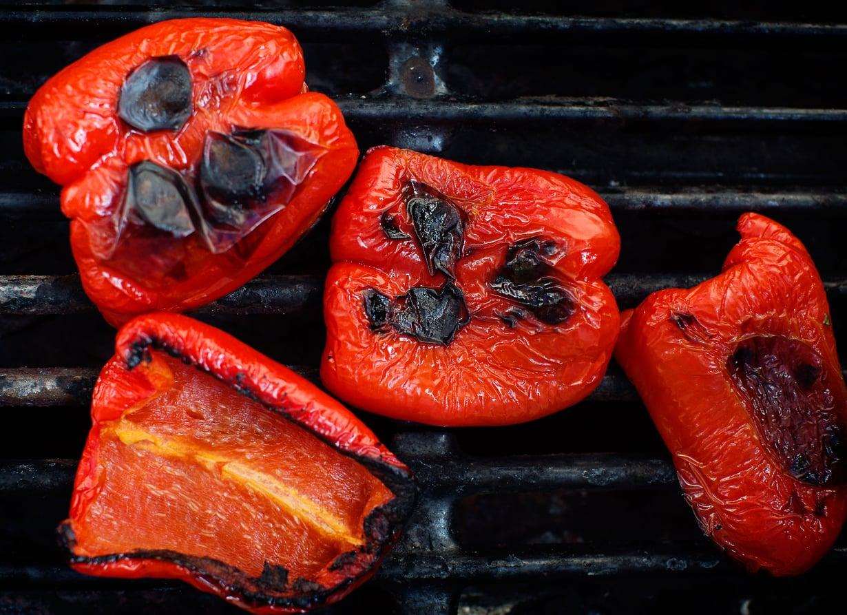 Savupaprikoista surautettu kastike toimii useimpien grilliherkkujen kanssa.