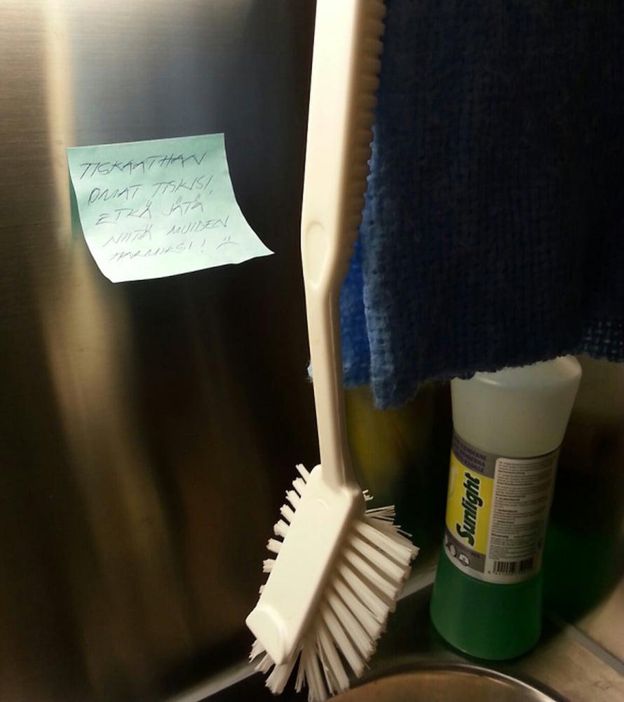 Jos tiskausväline ei auta ymmärtämään, mitä pitäisi tehdä, auttaako lappu?