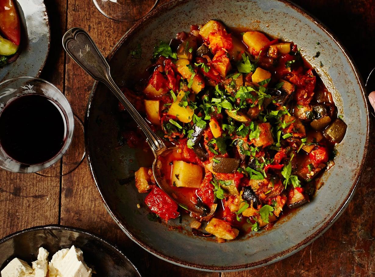Mehevän täyteläinen ja mausteinen kasvispata lämmittää illanistujaisissa.