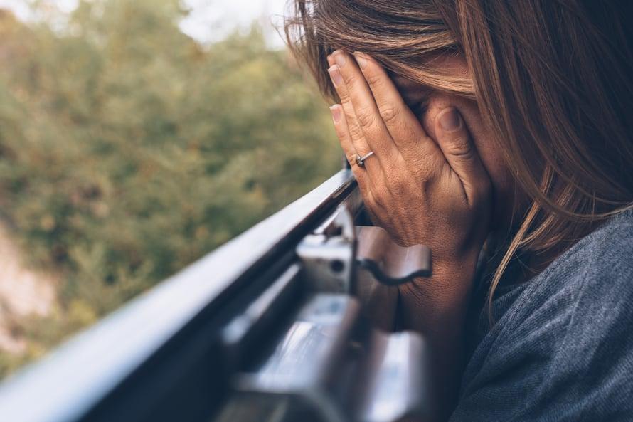 """""""Työuupumukseen puututaan liian usein vasta, kun ollaan lähellä täydellisestä loppuun palamista, burnoutia"""", sanoo psykologi Mervi Herranen."""