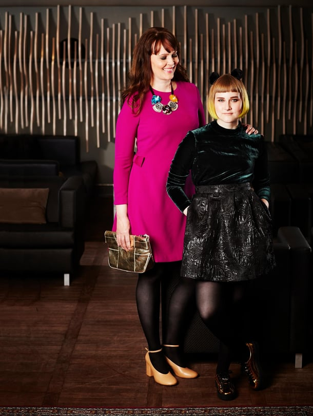 """""""Äidillä on aikuisen naisen tyyli. Aika usein hän pukeutuu neuleisiin ja farkkuihin. Kannustan häntä olemaan hieman rohkeampi"""", Mansikkka eli Maiju Voutilainen sanoo MammaPia-äidistään."""