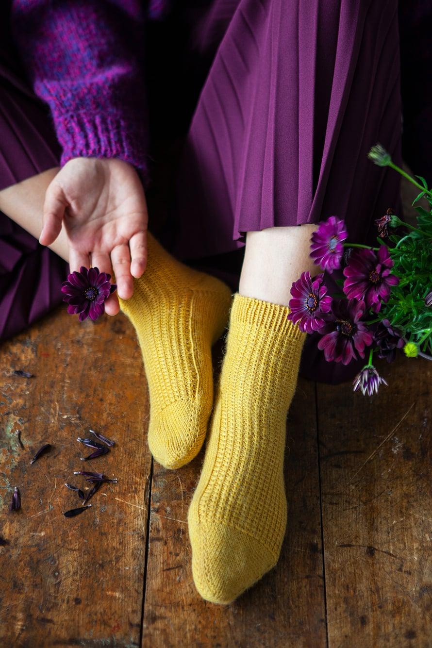 40 Keltaiset sukat
