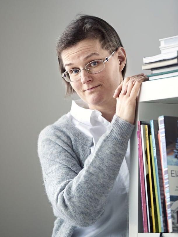 Anna Krogerus on kirjailija, dramaturgi ja neljän lapsen äiti.