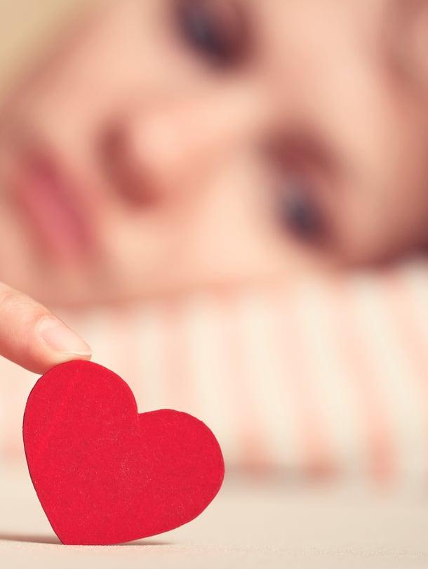 Mitä enemmän puhumattomia asioita suhteessa kertyy, sitä kauemmas pari etääntyy toisistaan.