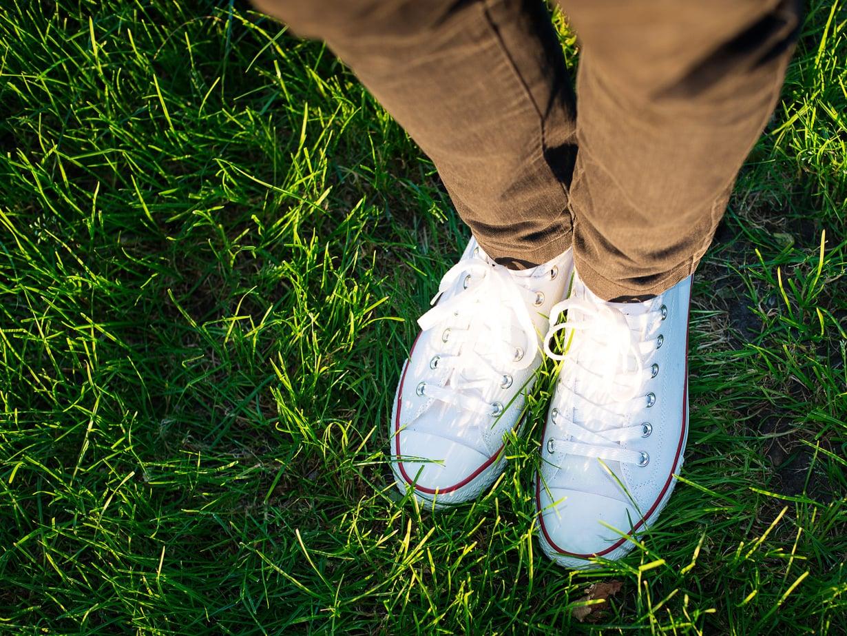 Valkoiset tennarit, tai kohta vähemmän valkoiset. Selvä kevään merkki!