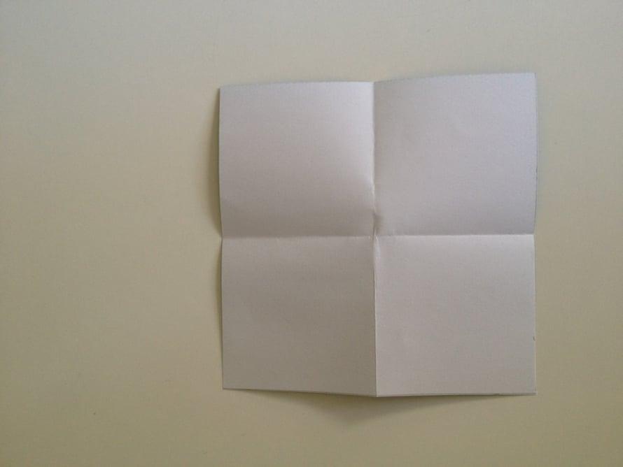 Avaa taitokset ja sinulla on neliö, jossa on neljä neliötä.