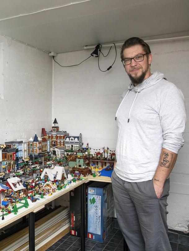 Peterin kokoelma sisältää yli 50 000 palikkaa. Kellarihuoneessa koko kaupunki mahtuu esille. Maailmanpyörä pyörii pattereilla.