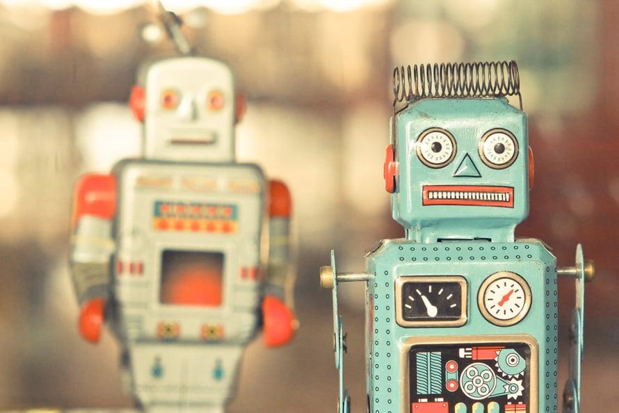 Tunteeton robotti, jolta voi udella mitä tahansa? Uutuuskirjan mukaan vapaaehtoinen lapsettomuus herättää yhä negatiivisia tunteita, jopa vihaa.