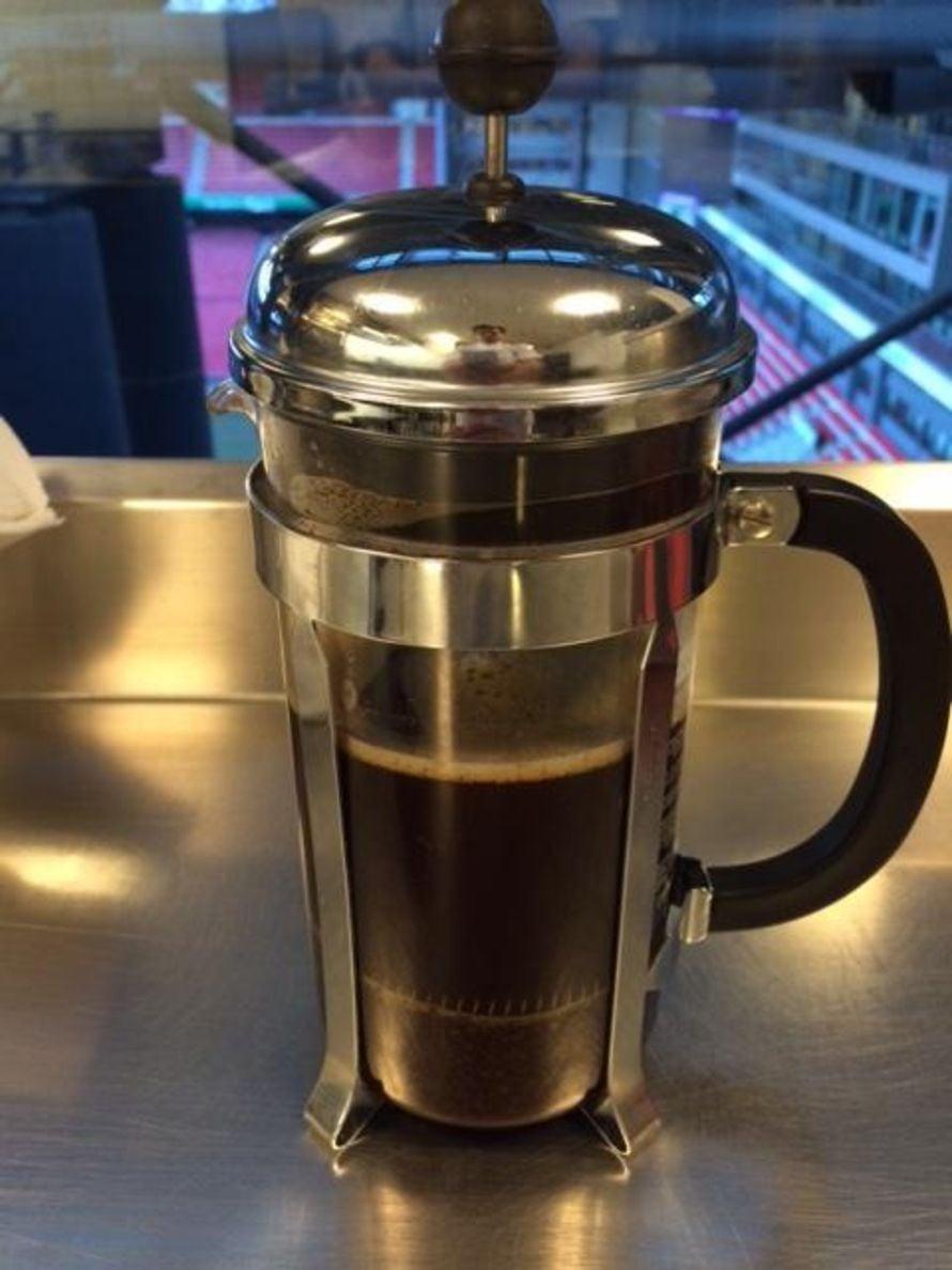 Juon kymmenen kuppia kahvia päivässä.