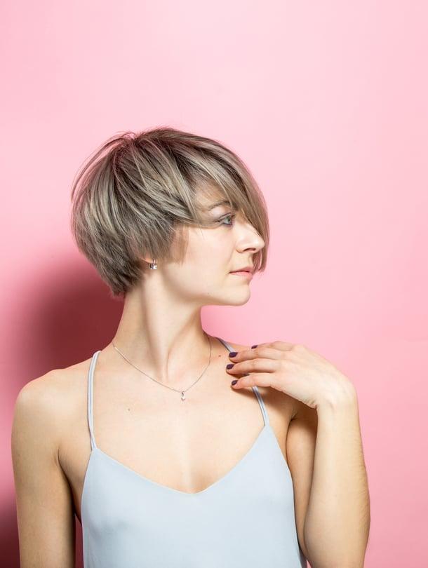 Pixie cut on helppohoitoinen poikatukka: lyhyt sivuilta ja niskasta, hiukan pidempi päältä.