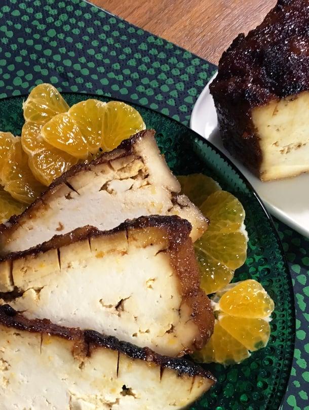 Tofukinkussa parasta on kiiltävä karamellisoitunut pinta.