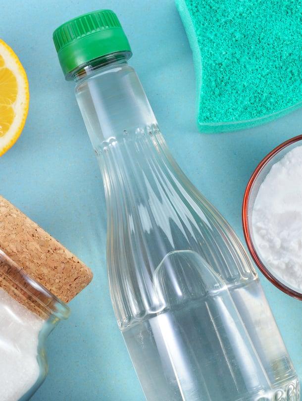 Sitruuna, ruokasooda ja etikka – siivouskaapin sijaan puhdistusaineet kannattaa etsiä keittiönkaapeista!
