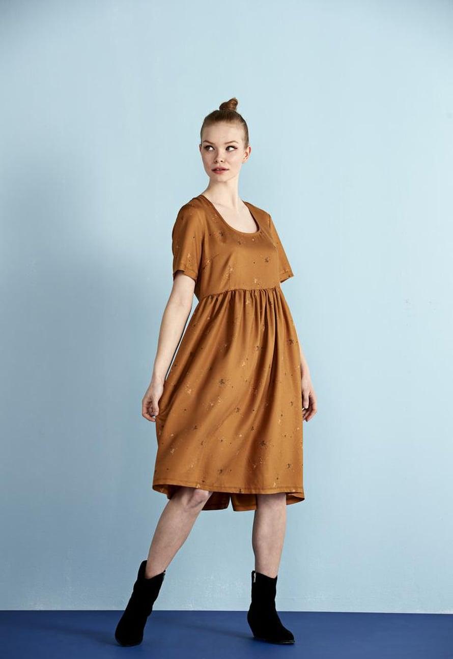 6 Ruskea tyttömäinen mekko