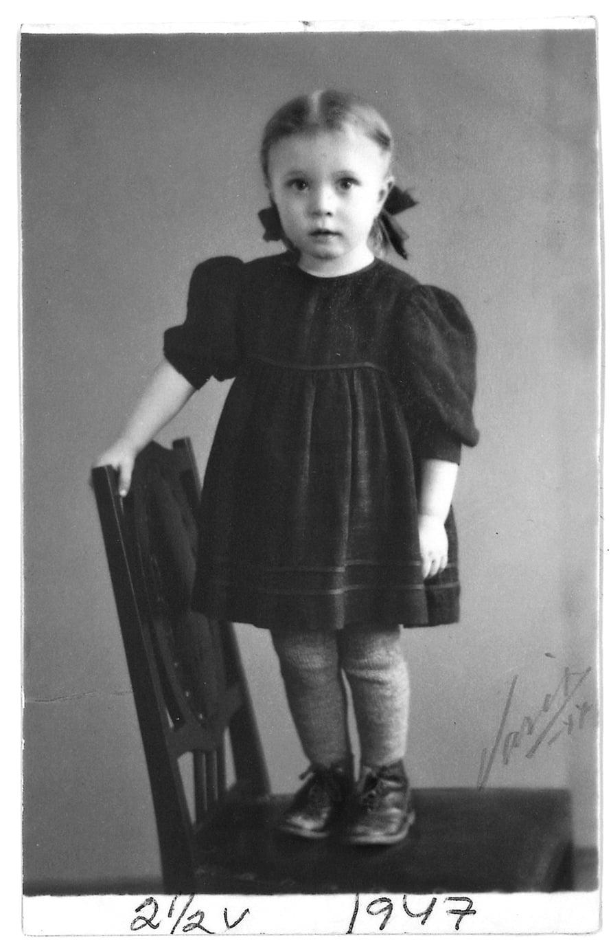 Vuonna 1947 otettu kuva  on ajalta, jolloin Marjatta adoptoitiin.