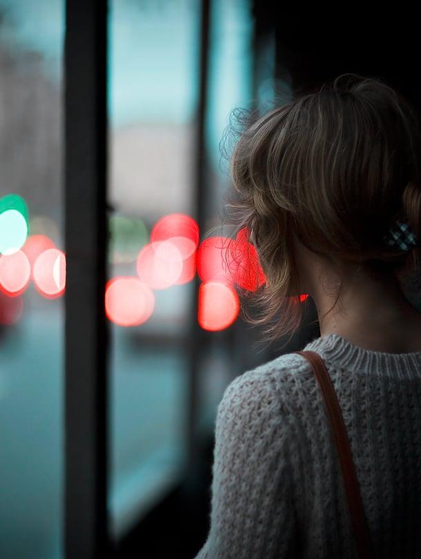 Ketään ei ole tuomittu yksinäisyyteen, muistuttaa sosiaalipsykologi Maria Rakkolainen.