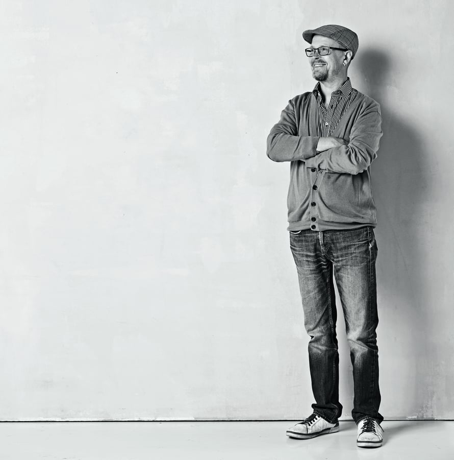 Jussi Kinnunen, 53, on päihdeterapeutti, seksuaalineuvoja ja muusikko, joka rakastaa scifi-kirjallisuutta. Hän soittaa Veljekset Kinnunen -orkesterissa ja hänellä on terapeutin vastaanotto Helsingissä Eiran sairaalassa.