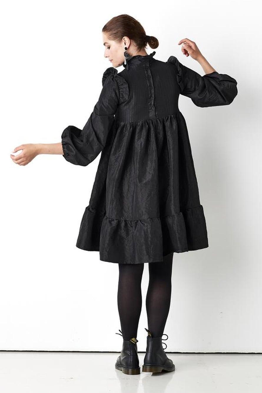 13 Musta Mellow-mekko