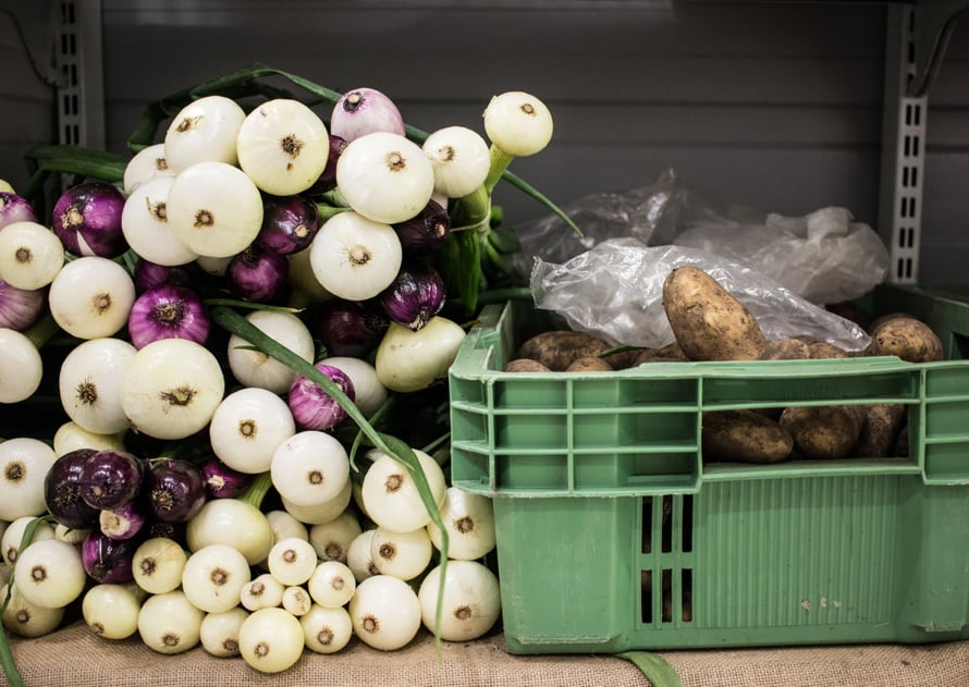 Suomalaiset sipulit ja perunat - näitä ostan aina mökille!