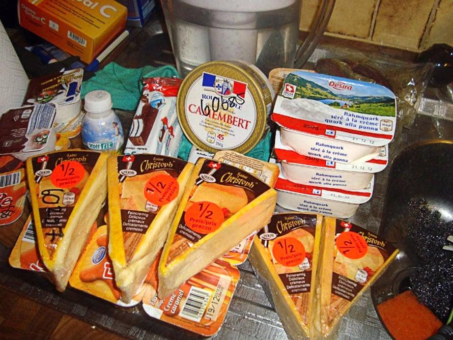 """""""Murto-osa dyykatusta juustosaaliista toissa jouluna Sveitsissä."""""""