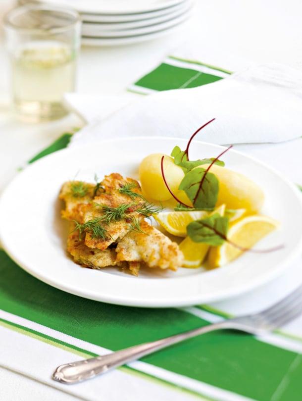Tarvitset keittiösakset, fileerausveitsen, kalapiikin- ja pihdit sekä paistinpannun.