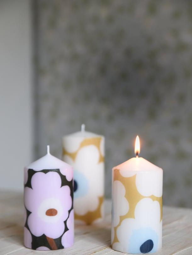 Itse tehtyjen kynttilöiden kuosien valikoima on yhtä laaja kuin kaupan lautasliinahylly. Kuvan kynttilät koristeltiin Marimekon servieteillä.