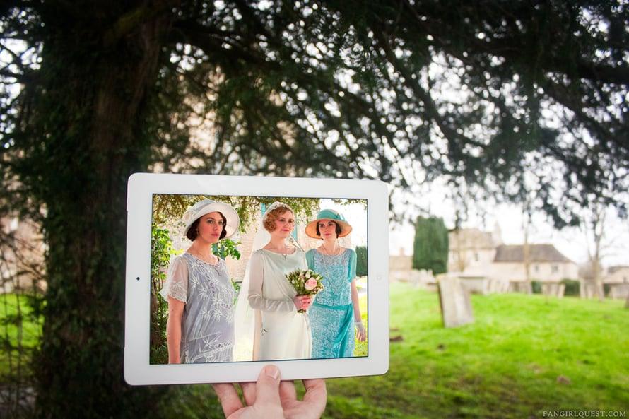 """Downton Abbey, Bampton. """"Downton Abbeys kuvauspaikkana käytettyyn Highcleren linnaan emme ole vielä päässeet, koska retket pitää varata hyvissä ajoin. Sen sijaan kävimme Bamptonissa, jossa sarjaa on kuvattu paljon. Kylä on ottanut sarjan omakseen, siellä myydään karttojakin kuvauspaikoista."""""""
