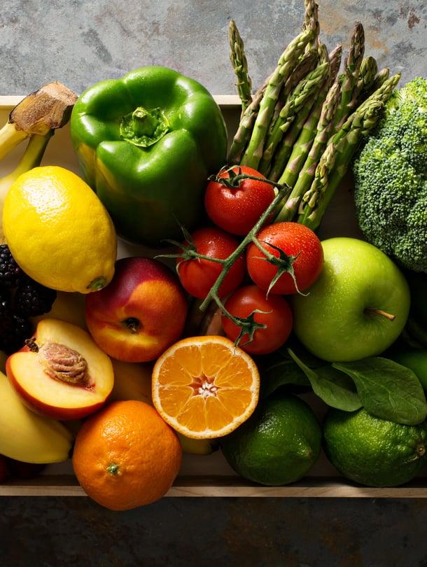 Kauniitahan ne yhdessä ovat, mutta ei silti näin! Omena kauas siitä kaalista ja tomaatti appelsiinista.