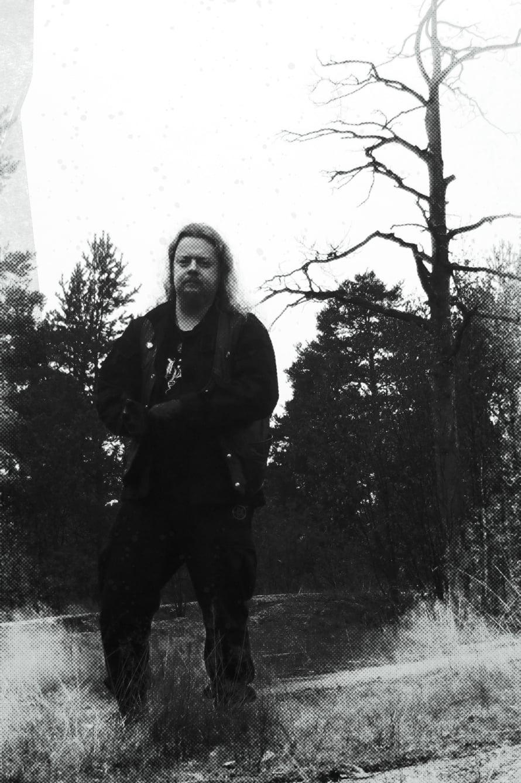Tuomas Tahvanainen on graafinen suunnittelija Helsingistä. Kalenterikuvan hän nappasi pohjoiskarjalaisesta metsämaisemasta.