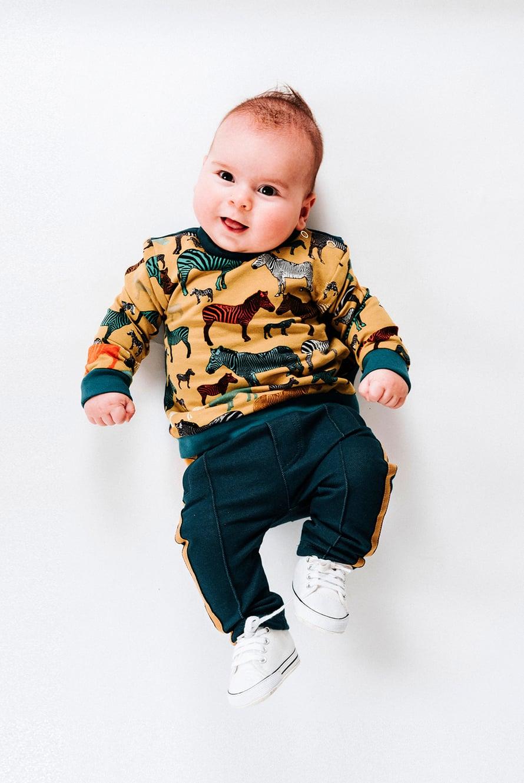17 Vauvan paita ja  18 Vauvan housut